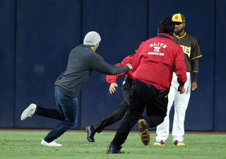 Fan tackled reminds not to jump on Petco field