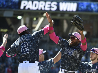 Richard strikes out 10 in Padres' win over Cards