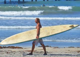 Paddle boarder breaks man's skull in water